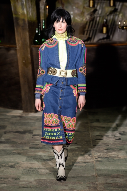 manish-arora-paris-fashion-week-aw-16-19