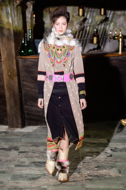 manish-arora-paris-fashion-week-aw-16-6