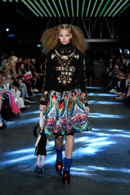 manish-arora-paris-fashion-week-spring-summer-2016-35