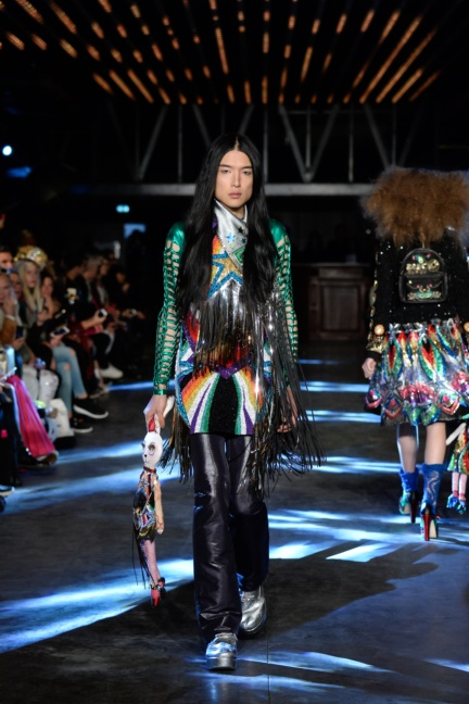 manish-arora-paris-fashion-week-spring-summer-2016-36