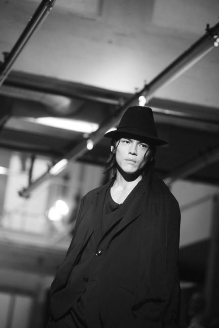 dsc_6869_yohji-yamamoto-homme-ss18-_elise-toide