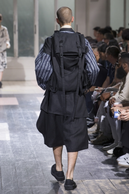 yyh-ss18-look-12-back-model-reihan-b-photo-monica-feudi