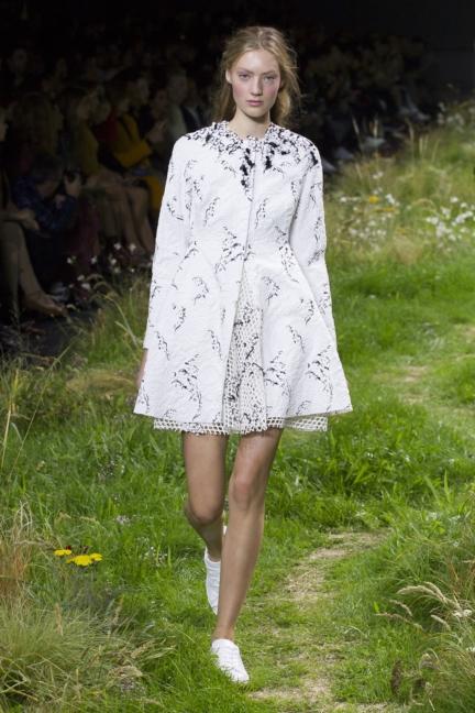 moncler-gamme-rouge-paris-fashion-week-2016-runway-13