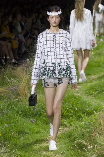 moncler-gamme-rouge-paris-fashion-week-2016-runway-14