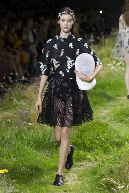 moncler-gamme-rouge-paris-fashion-week-2016-runway-18