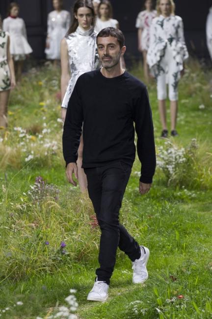 moncler-gamme-rouge-paris-fashion-week-2016-runway-41
