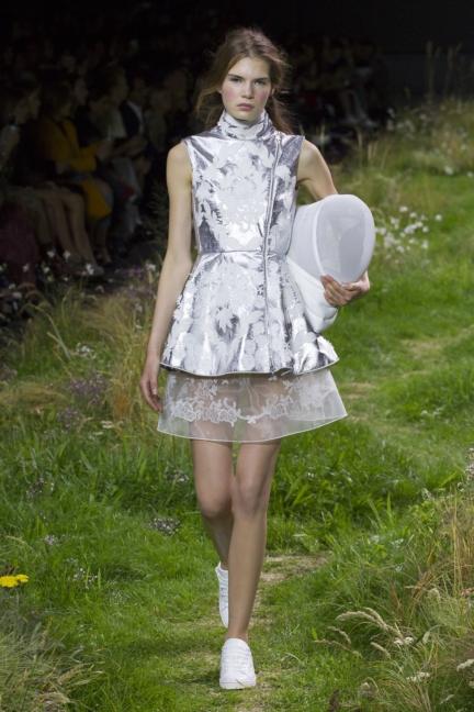 moncler-gamme-rouge-paris-fashion-week-2016-runway-8