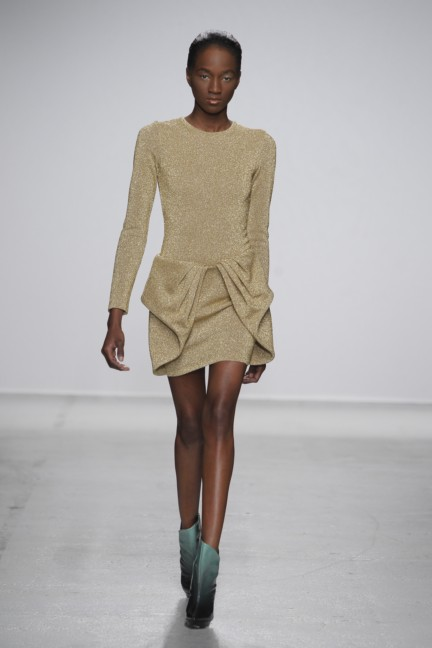 amaya-arzuaga-paris-fashion-week-autumn-winter-2014-11