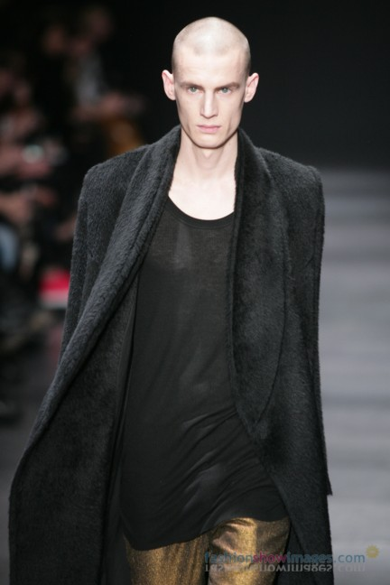ann-demeulemeester-paris-fashion-week-autumn-winter-2014-10