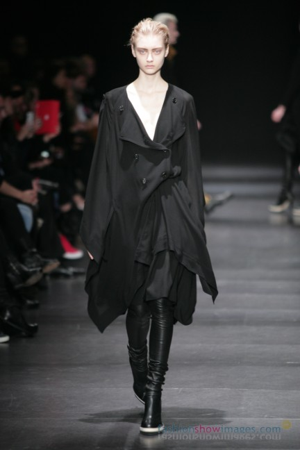 ann-demeulemeester-paris-fashion-week-autumn-winter-2014-13