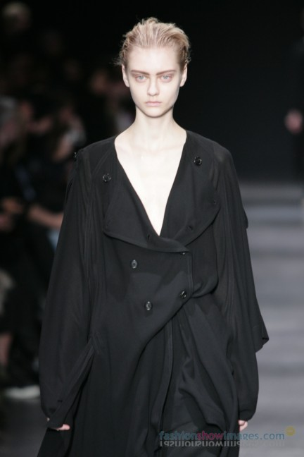 ann-demeulemeester-paris-fashion-week-autumn-winter-2014-14