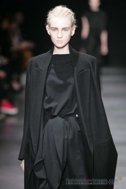 ann-demeulemeester-paris-fashion-week-autumn-winter-2014-16