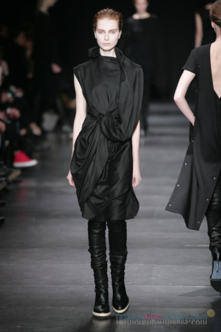 ann-demeulemeester-paris-fashion-week-autumn-winter-2014-17