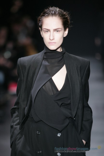 ann-demeulemeester-paris-fashion-week-autumn-winter-2014-2