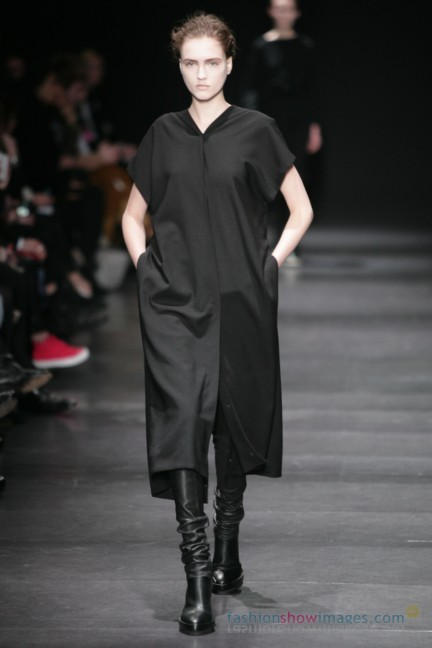 ann-demeulemeester-paris-fashion-week-autumn-winter-2014-21