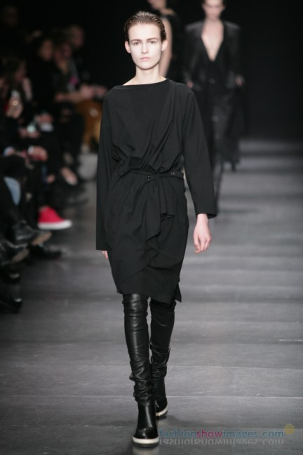 ann-demeulemeester-paris-fashion-week-autumn-winter-2014-23