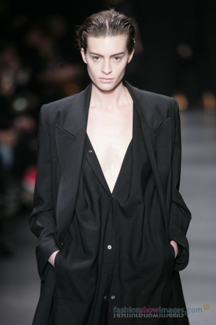 ann-demeulemeester-paris-fashion-week-autumn-winter-2014-25