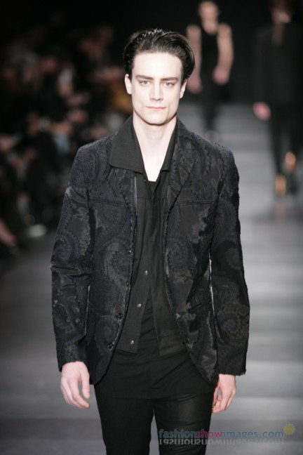 ann-demeulemeester-paris-fashion-week-autumn-winter-2014-30
