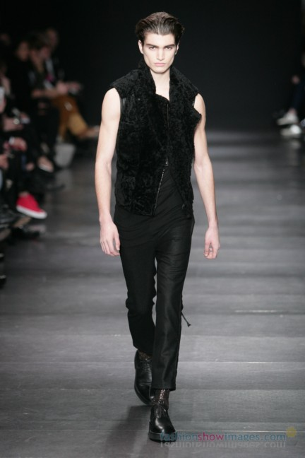ann-demeulemeester-paris-fashion-week-autumn-winter-2014-31