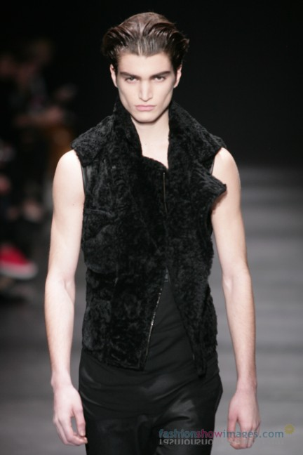 ann-demeulemeester-paris-fashion-week-autumn-winter-2014-32