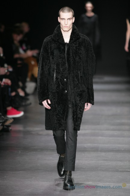 ann-demeulemeester-paris-fashion-week-autumn-winter-2014-35