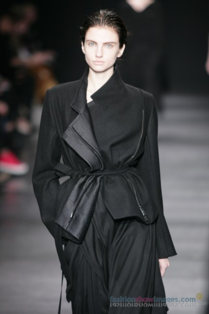 ann-demeulemeester-paris-fashion-week-autumn-winter-2014-40