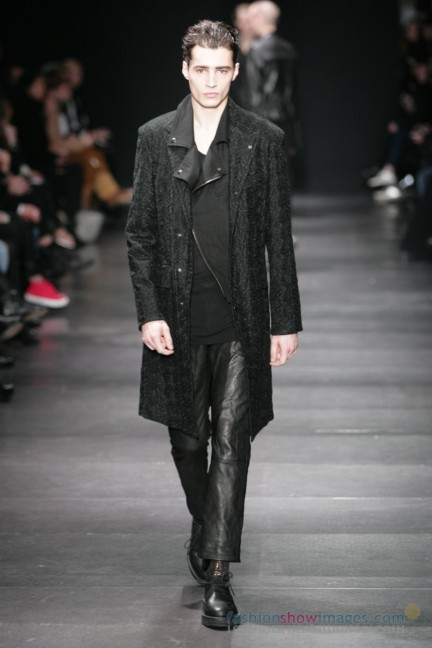 ann-demeulemeester-paris-fashion-week-autumn-winter-2014-49
