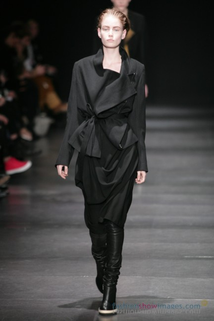 ann-demeulemeester-paris-fashion-week-autumn-winter-2014-5