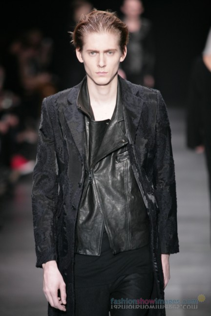 ann-demeulemeester-paris-fashion-week-autumn-winter-2014-52