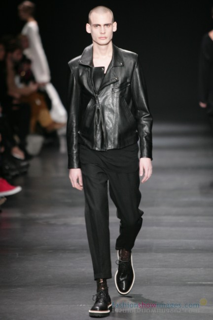 ann-demeulemeester-paris-fashion-week-autumn-winter-2014-53