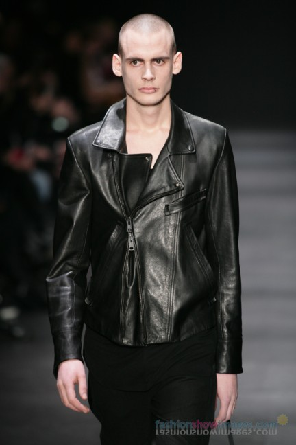 ann-demeulemeester-paris-fashion-week-autumn-winter-2014-54