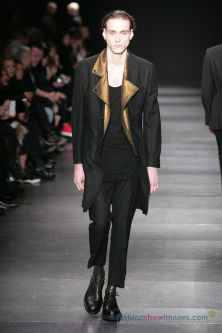 ann-demeulemeester-paris-fashion-week-autumn-winter-2014-7