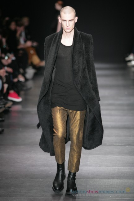 ann-demeulemeester-paris-fashion-week-autumn-winter-2014-9