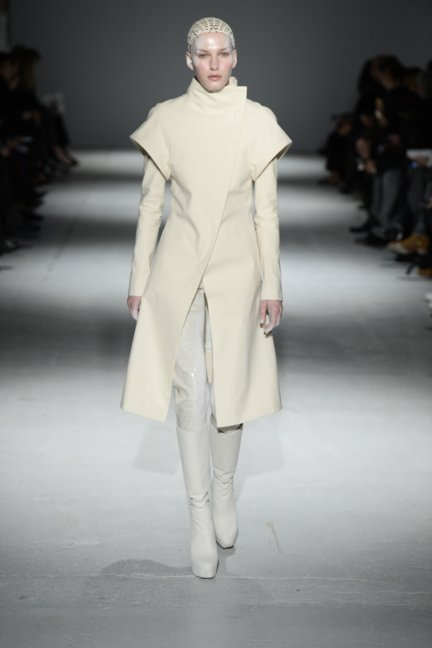 gareth-pugh-paris-fashion-week-autumn-winter-2014-10
