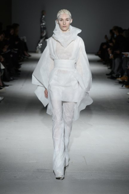 gareth-pugh-paris-fashion-week-autumn-winter-2014-11