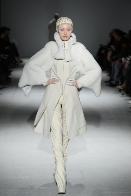 gareth-pugh-paris-fashion-week-autumn-winter-2014-13