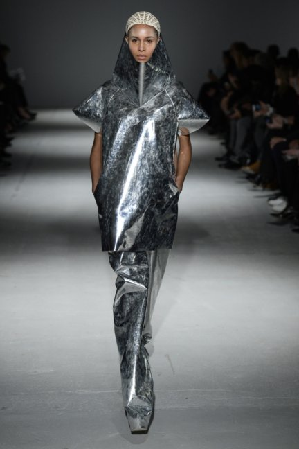 gareth-pugh-paris-fashion-week-autumn-winter-2014-16