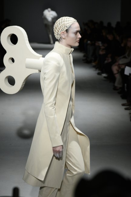 gareth-pugh-paris-fashion-week-autumn-winter-2014-26