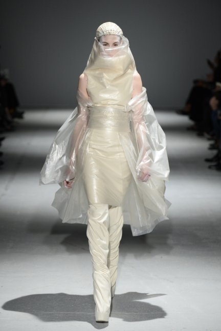 gareth-pugh-paris-fashion-week-autumn-winter-2014-32