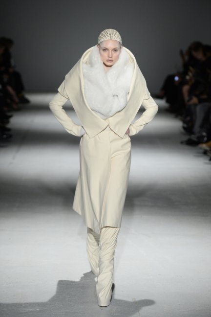 gareth-pugh-paris-fashion-week-autumn-winter-2014-38