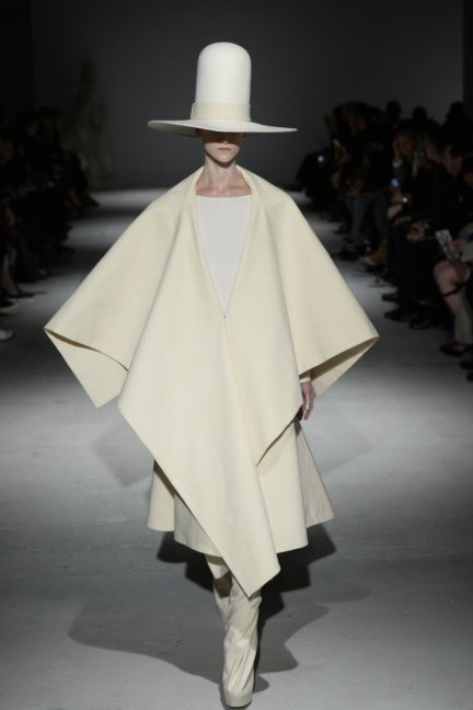 gareth-pugh-paris-fashion-week-autumn-winter-2014-42
