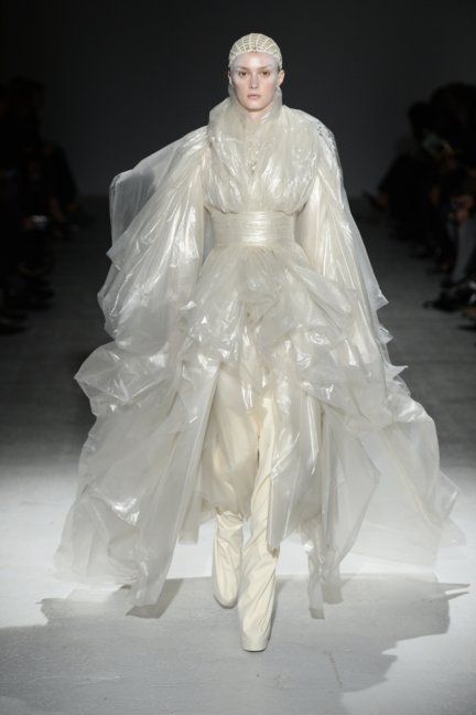 gareth-pugh-paris-fashion-week-autumn-winter-2014-43
