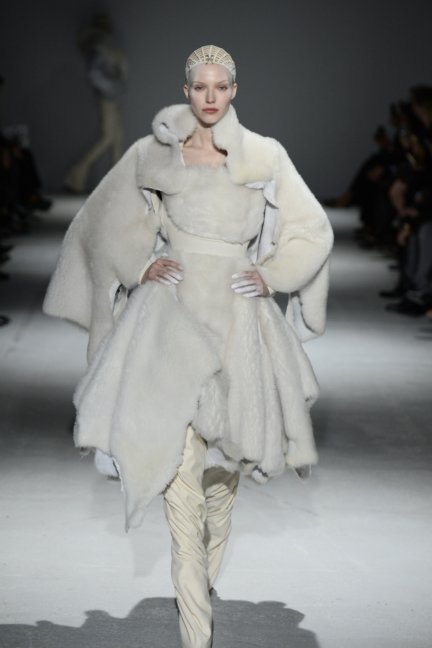 gareth-pugh-paris-fashion-week-autumn-winter-2014-6