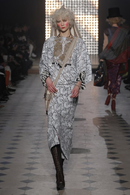 vivienne-westwood-gold-label-paris-fashion-week-autumn-winter-2014-13