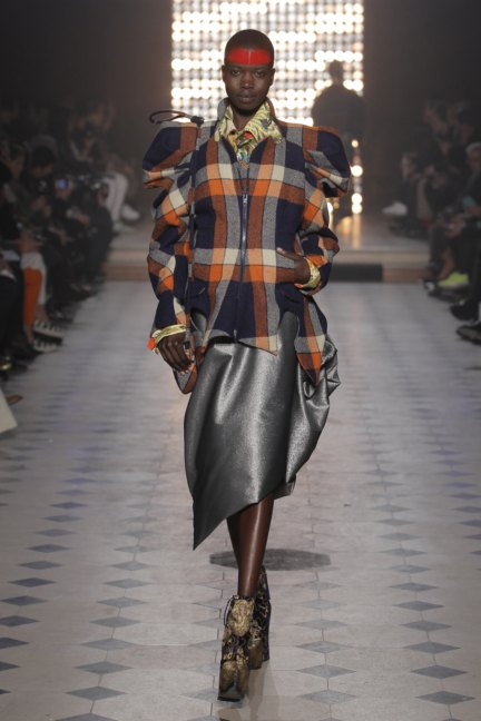 vivienne-westwood-gold-label-paris-fashion-week-autumn-winter-2014-30