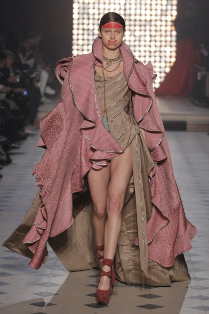 vivienne-westwood-gold-label-paris-fashion-week-autumn-winter-2014-39