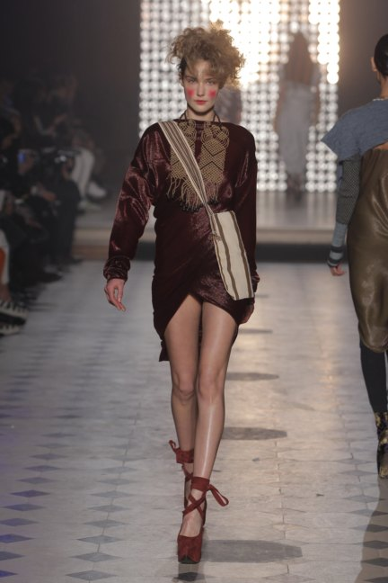 vivienne-westwood-gold-label-paris-fashion-week-autumn-winter-2014-31