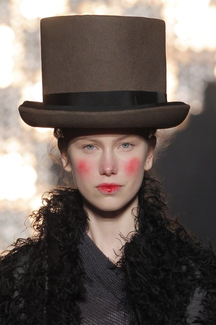 vivienne-westwood-gold-label-paris-fashion-week-autumn-winter-2014-96