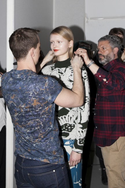 christian-wijnants-paris-fashion-week-autumn-winter-2015-backstage-19