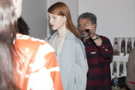 christian-wijnants-paris-fashion-week-autumn-winter-2015-backstage-20
